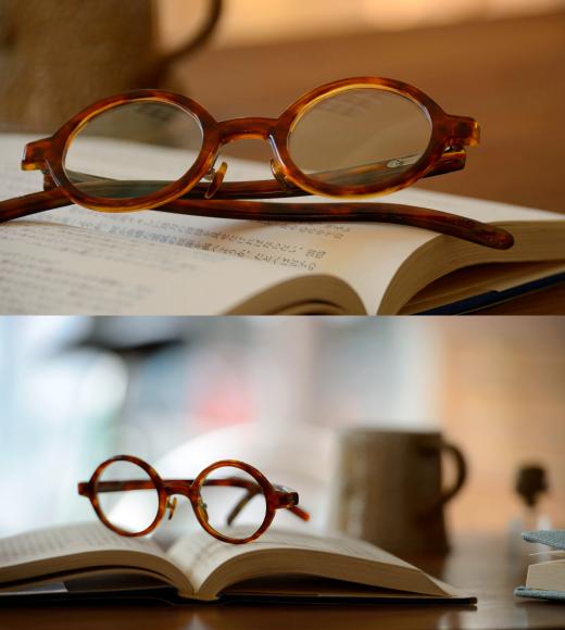 使う人を語る身の回りの小物、鼈甲眼鏡と過ごす大切な日常。愛用品のラウンド型の眼鏡、自然の鼈甲がしっくりと優しく寄り添う。