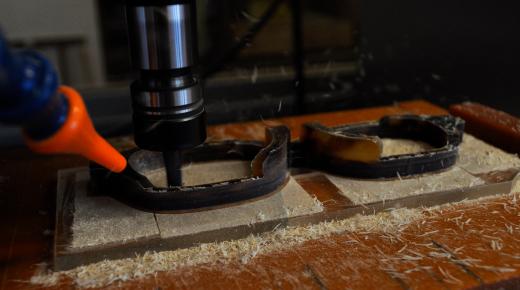 伝統的工芸品にも新しい技術を取り入れながら時代に合ったものを作るため工程の一部に機械を導入している。
