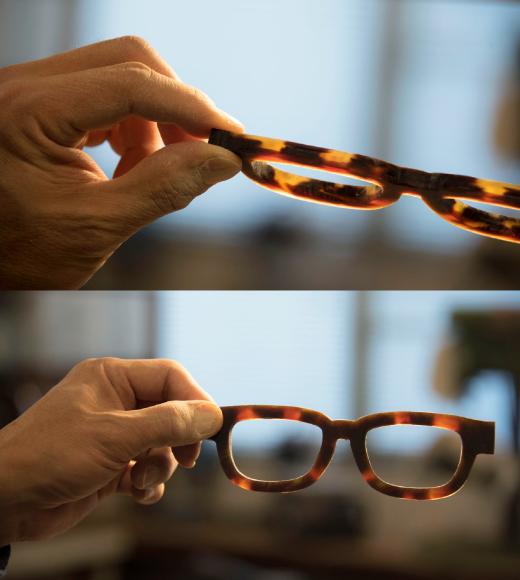 (上)2~3ミリにも充たない甲羅を重ねて眼鏡の厚さにする為、色の重ね方に注意して張り合わせる。(下)茨甲の眼鏡、表から見た時に飴色が綺麗に残っている。自然の素材を生かす生地取りに神経を使う。