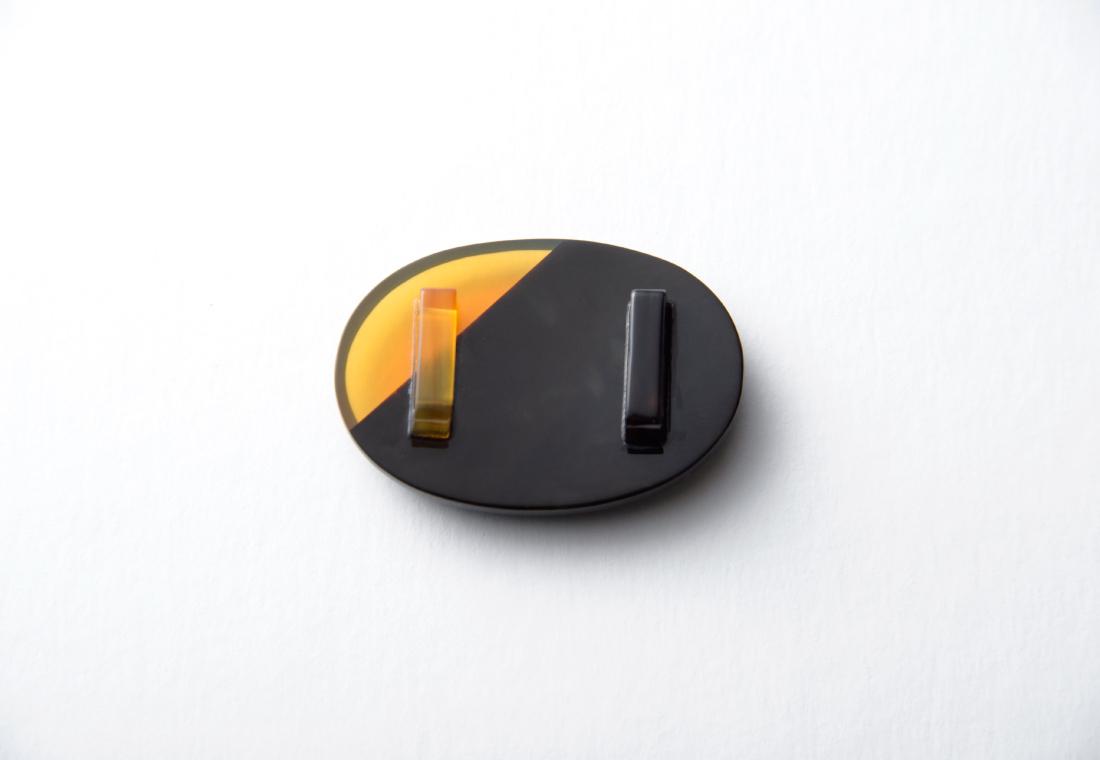 オーバル白黒二色 帯留め(大)(小) 鼈甲足